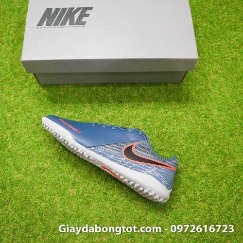 Giày Nike Phantom VSN TF xám có form giày thon gọn hỗ trợ di chuyển linh hoạt và sút bóng tốt