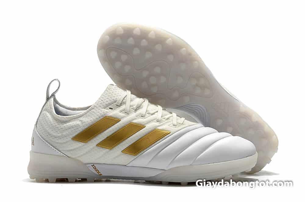 Mang giày bóng đá sân cỏ nhân tạo ôm chân có rất nhiều lợi ích