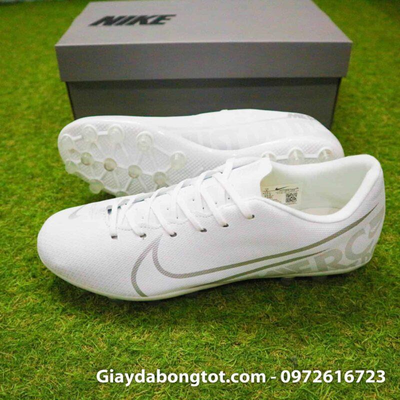Giày đinh tán AG Nike Mercurial có form giày thon gọn đẹp mắt