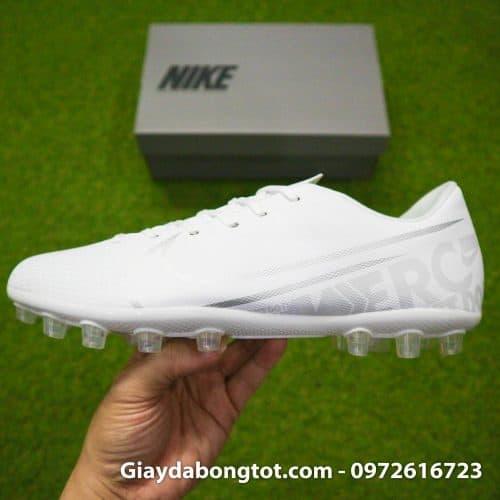 Giày đá bóng Nike màu trắng toàn thân đinh tán AG đẹp mắt