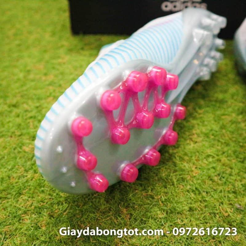 Thiết kế đinh AG có độ cao vừa phải hỗ trợ chơi bóng tốt cả trên sân cỏ nhân tạo và sân cỏ tự nhiên