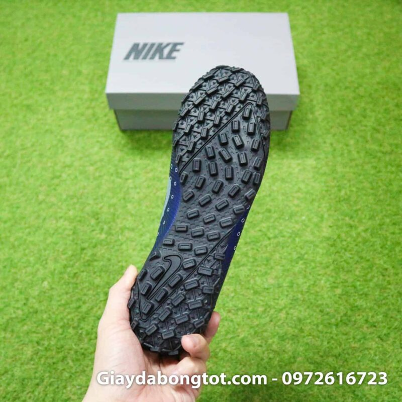 Thiết kế đinh dăm TF hỗ trợ bám sân tốt của giày Nike Dream Speed