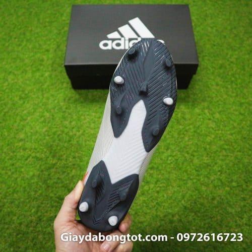 Thiết kế đinh FG của giày bóng đá Adidas Nemeziz này không quá cao (Có thể sử dụng trên sân cỏ nhân tạo loại đẹp)