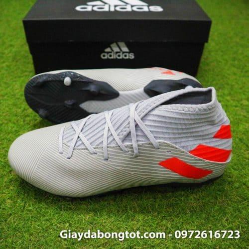 Mặc dù thiết kế với cổ thun nhưng đôi giày đá banh Adidas này rất dễ mang