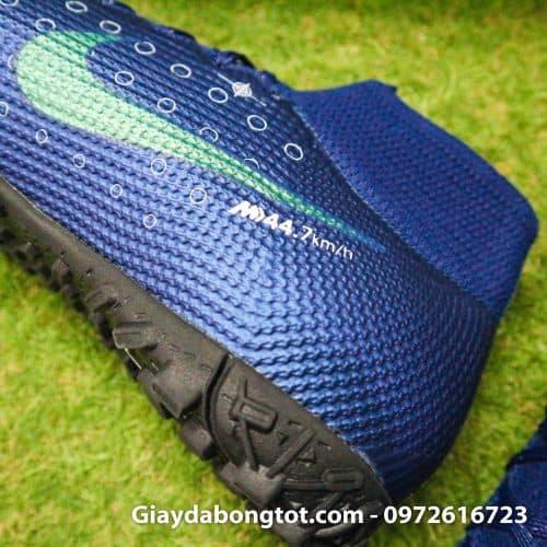 Da giày Nike cao cổ MDS được phủ lớp nhựa mỏng và dẻo hỗ trợ chống nước rất tốt