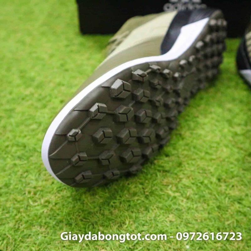 Thiết kế đinh dăm TF sân cỏ nhân tạo của Adidas Predator 19.3 hỗ trợ bám sân cực tốt
