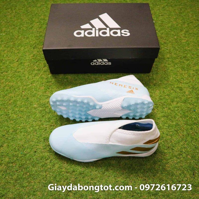 Giày đá bóng Adidas không dây Nemeziz 19.3 màu trắng xanh nhạt vạch vàng