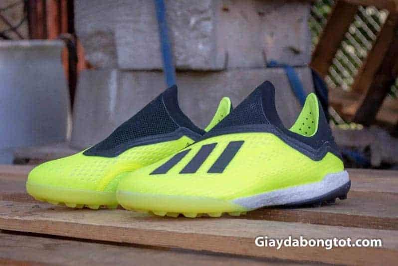 Giày đinh dăm TF là loại đinh rất phổ biến trên mặt sân cỏ nhân tạo ở Việt Nam