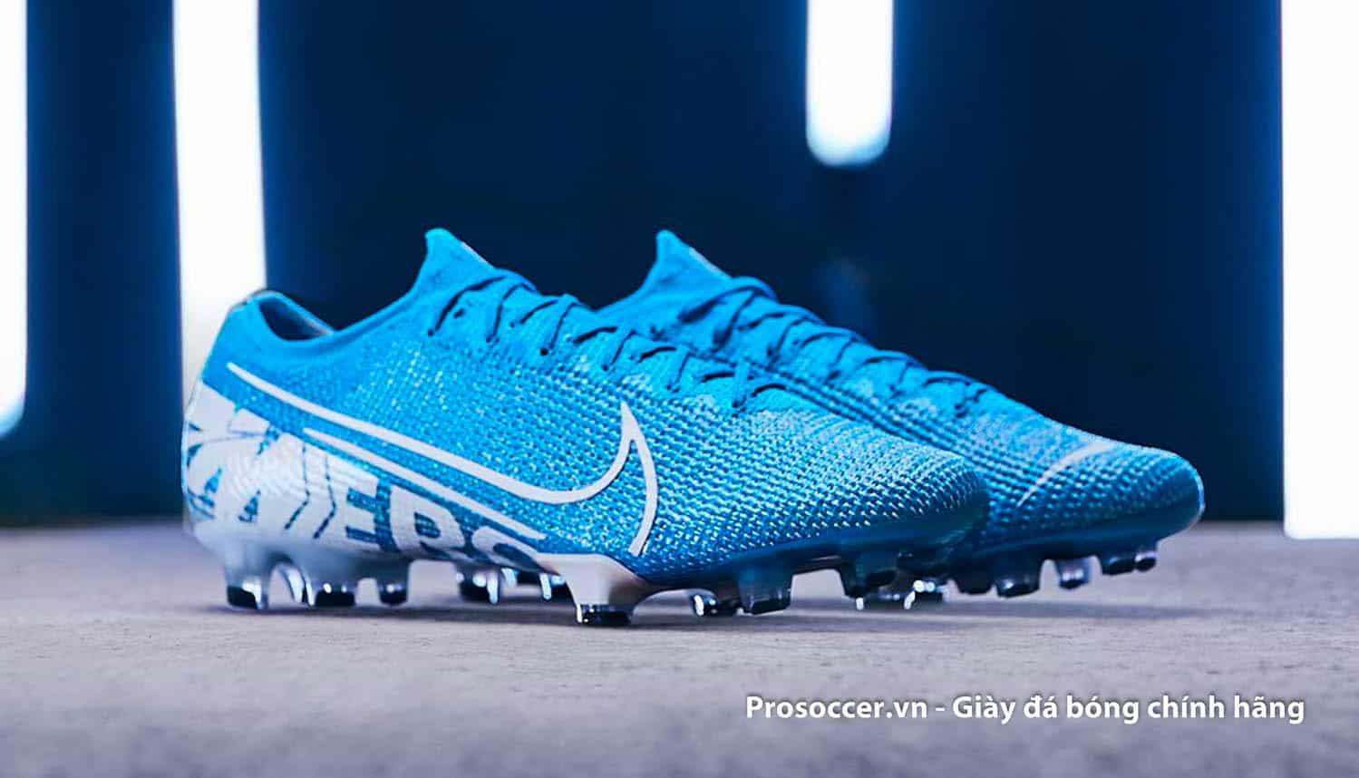 Giày đá bóng làm bằng da vải đang là xu hướng sản xuất của các hãng giày trên thế giới