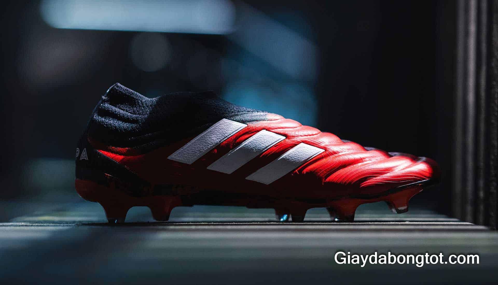 Dòng giày Adidas Copa ngày nay đã thon gọn đẹp mắt hơn và luôn là dòng giày êm mềm thoải mái nhất của Adidas