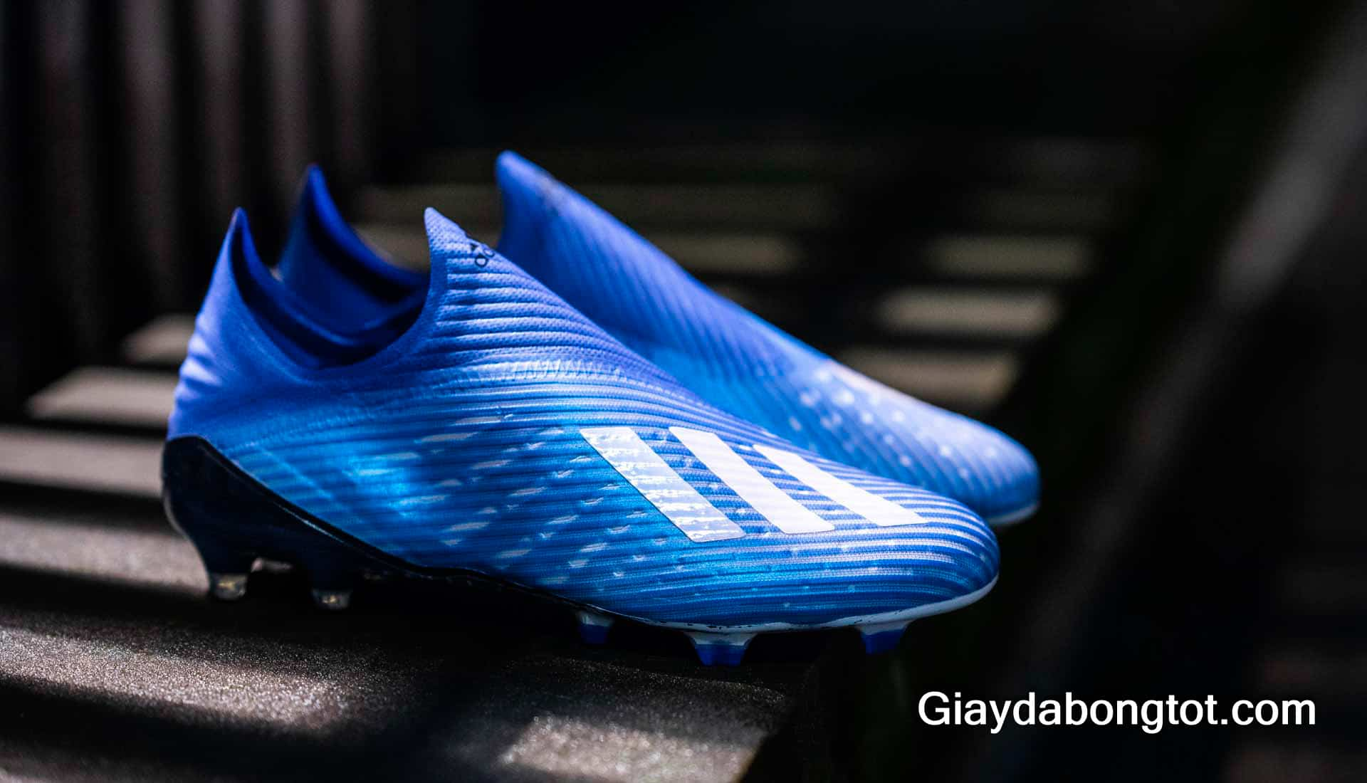 Dòng giày đá bóng Adidas X là hiện thân của tốc độ với trọng lượng nhẹ nhất trong 4 dòng giày