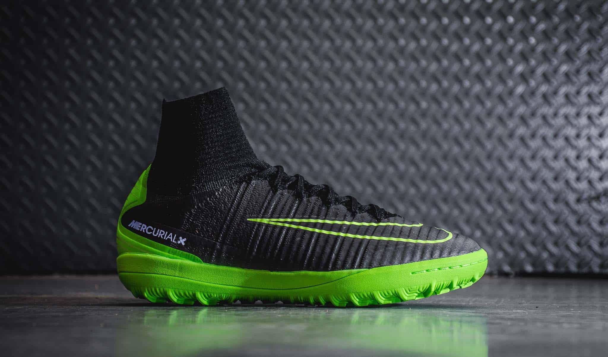 Có nhiều mẫu giày sân cỏ nhân tạo fake có hình thức giống giày chính hãng và chất lượng khá tốt