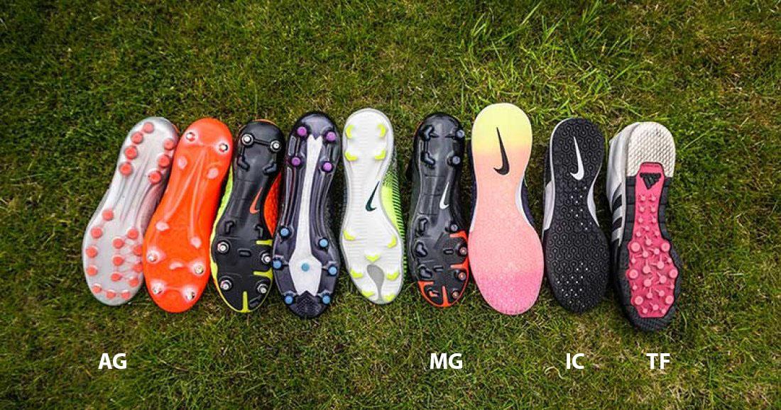 Giày bóng đá sân cỏ nhân tạo thường có 3 loại đinh phổ biến là TF, AG và MG