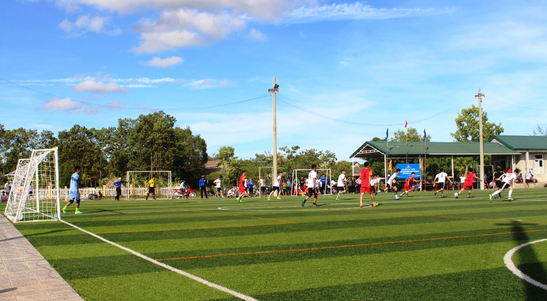 Chơi bóng trên sân bóng 7 người với kích thước phù hợp
