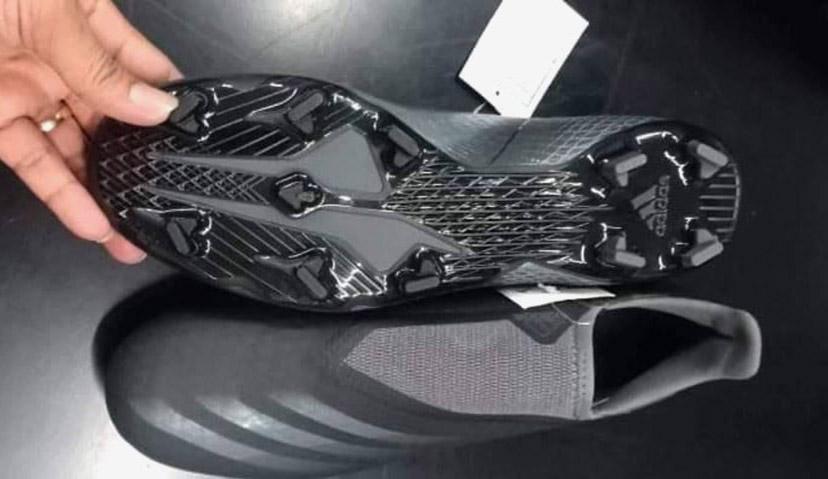 Giày bóng đá Adidas X20 không dây màu đen lộ diện