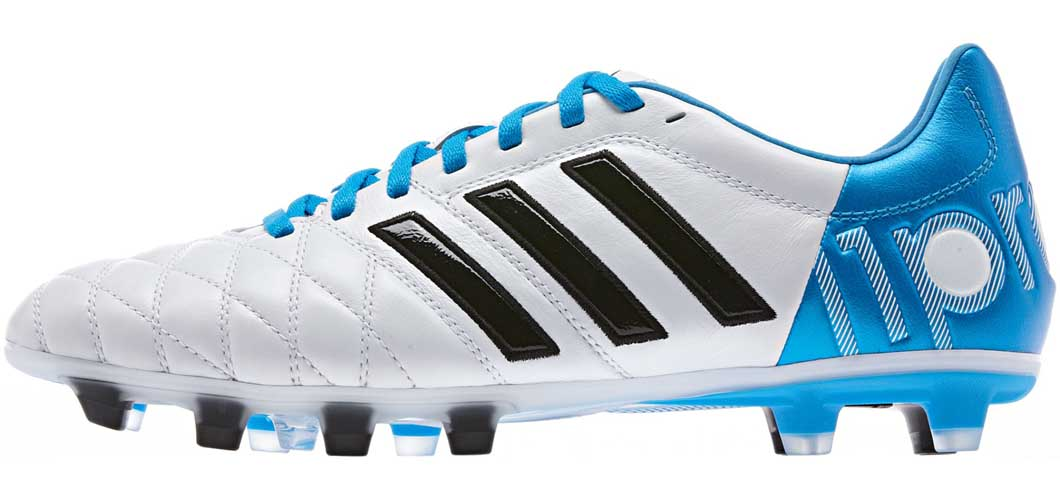 Toni Kroos sử dụng giày bóng đá Adidas Adipure 11 Pro màu trắng vạch đen