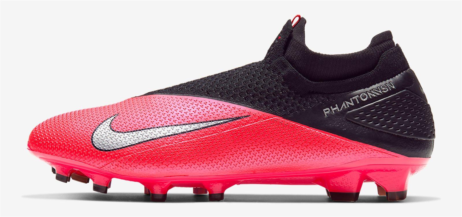 Dòng giày bóng đá kiểm soát bóng của Nike là Phantom VSN
