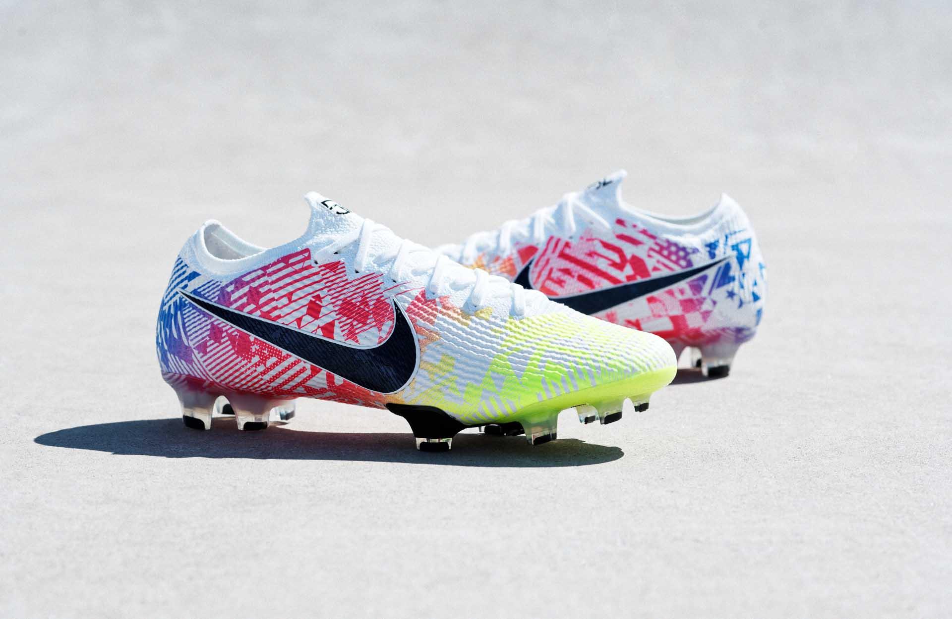 Đôi giày đá bóng mới của Neymar thuộc dòng giày Nike Mercurial Vapor 13