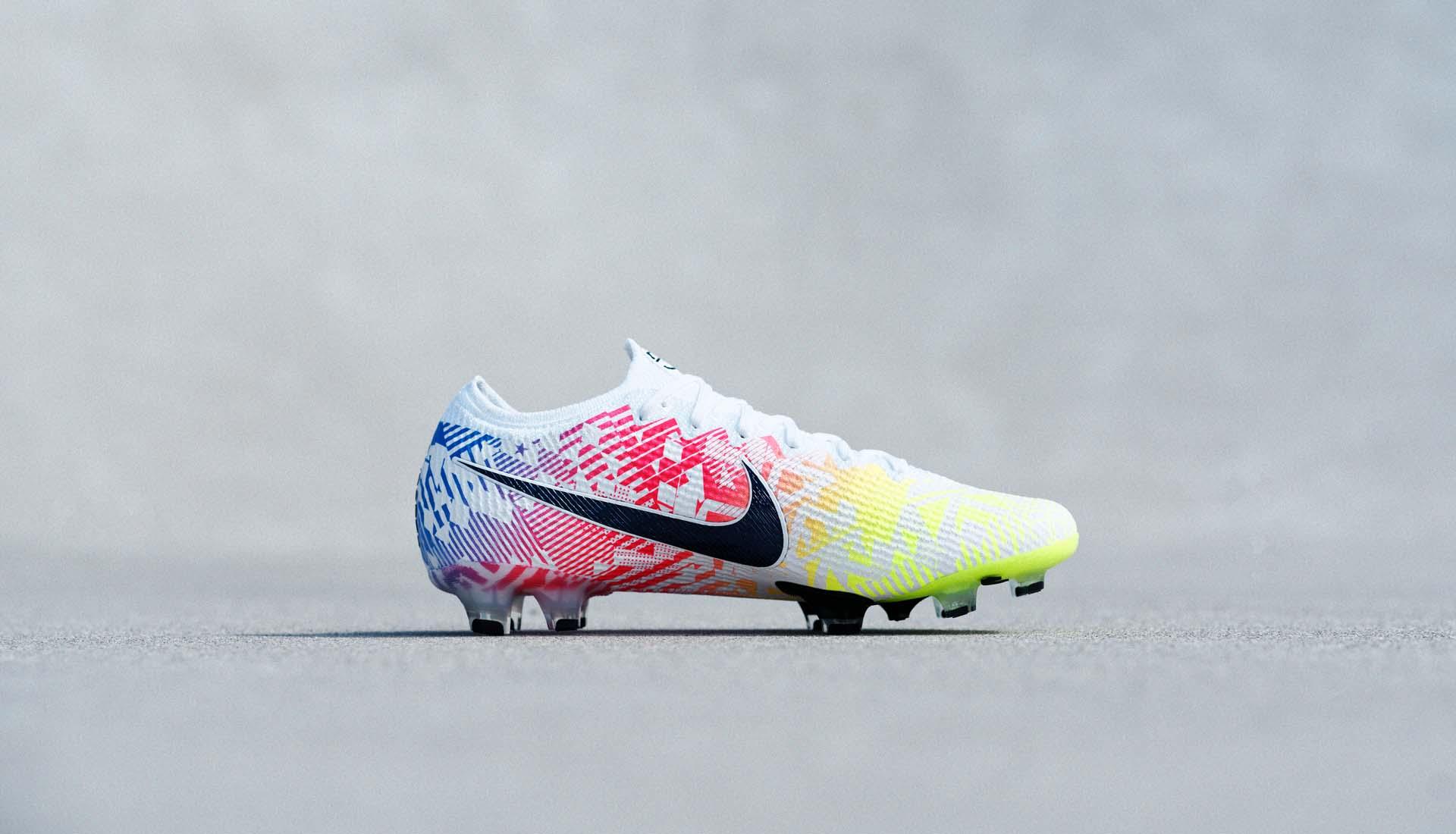 Nike Mercurial Vapor 13 Neymar thuộc dòng giày trợ tốc có trọng lượng nhẹ nhất của Nike