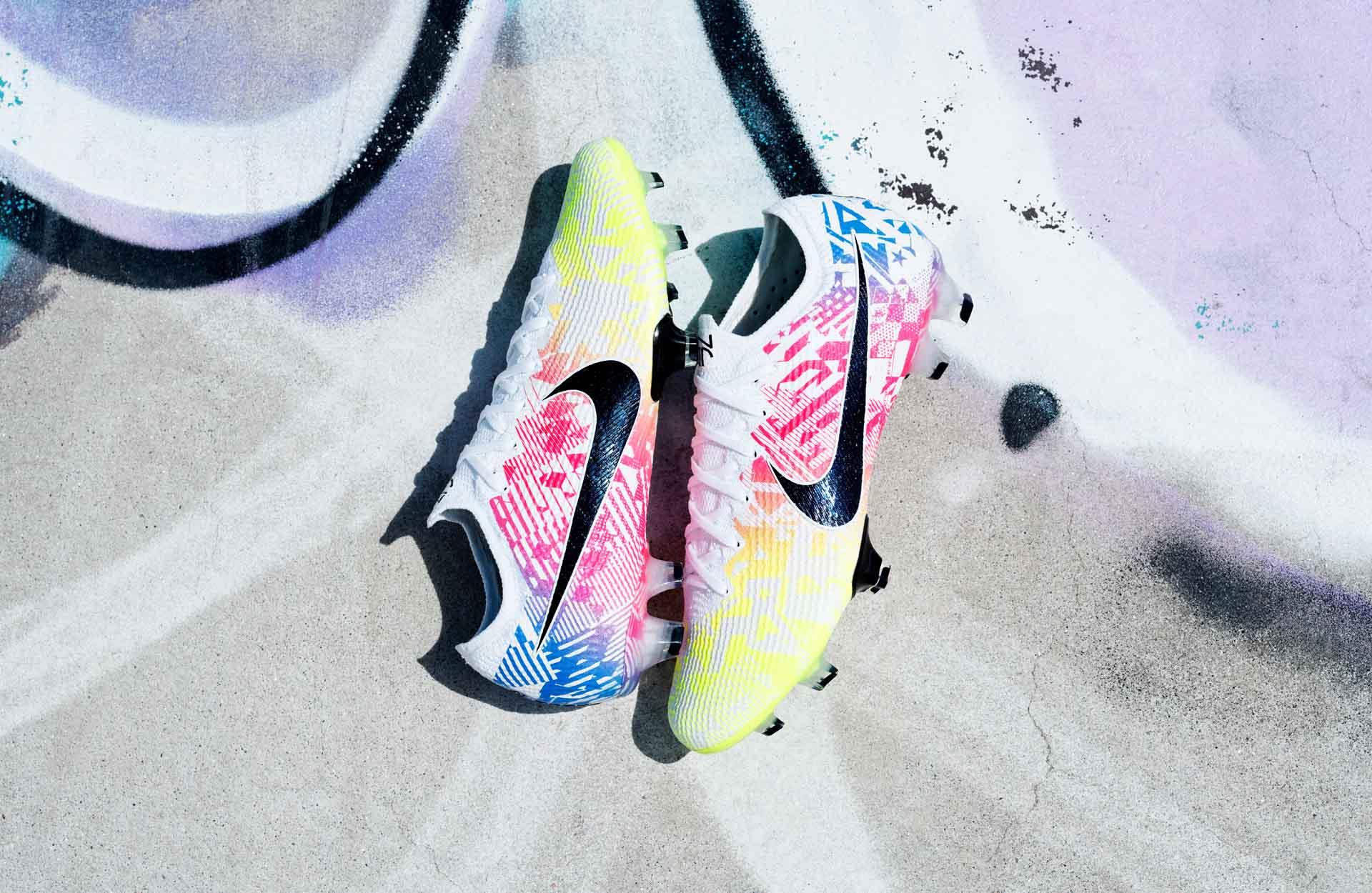 Mẫu giày đá bóng mới của Neymar có tên là Jogo Prismático