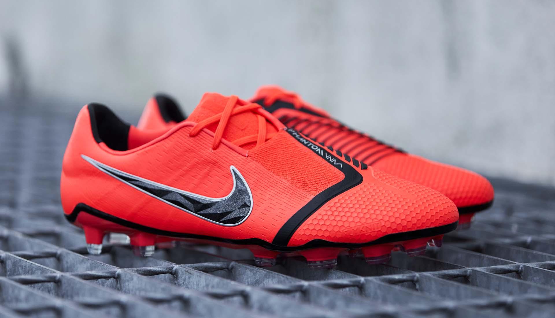 Giày bóng đá Nike Phantom Venom là dòng giày bóng đá tiền đạo ghi bàn