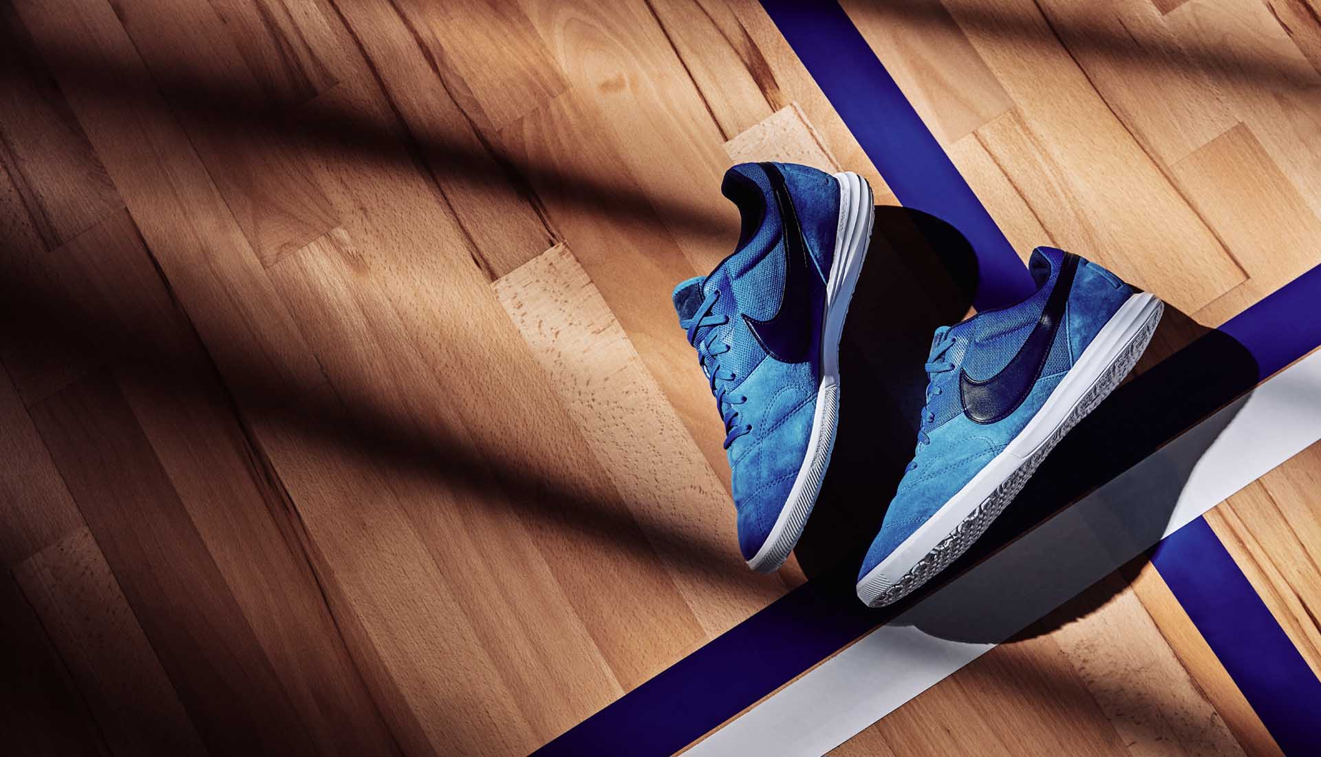 Giày bóng đá thương hiệu Nike với thiết kế đẹp mắt, chất lượng vượt trội