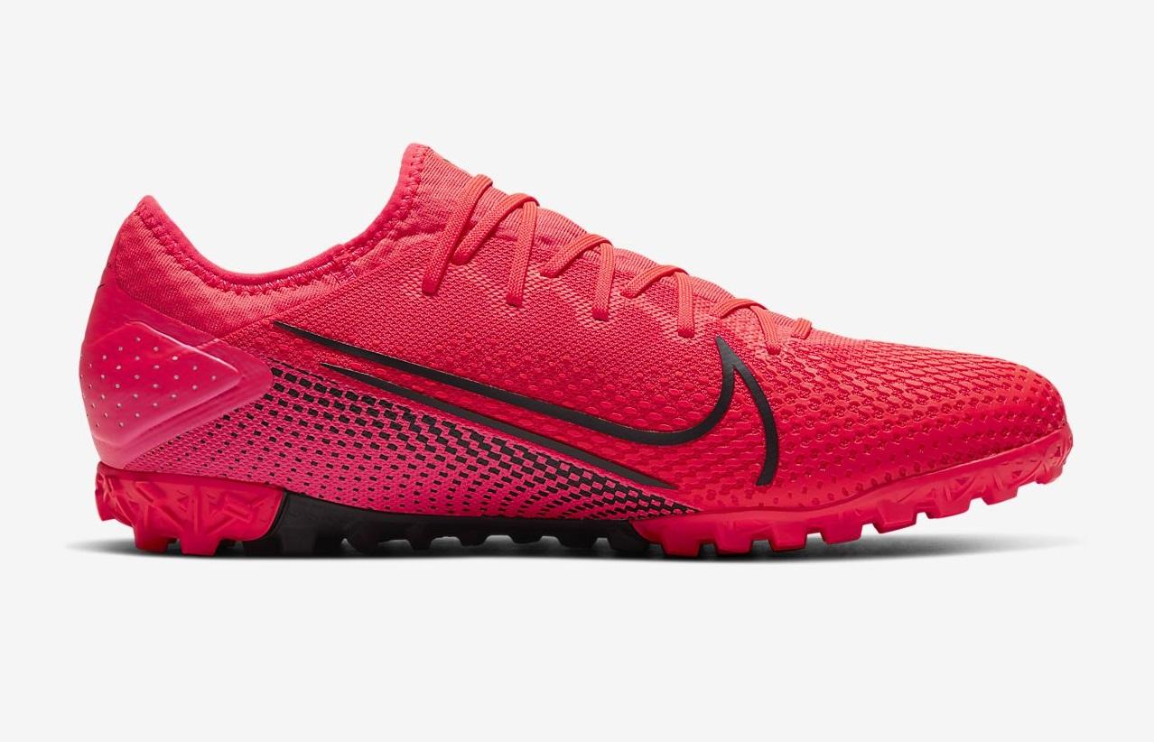 Form giày Nike Mercurial Vapor 13 Pro TF có form giày thoải mái, không quá bó