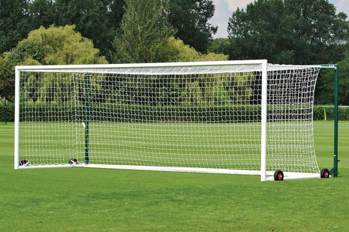 Kích thước khung thành phụ thuộc vào mặt sân và lứa tuổi của cầu thủ