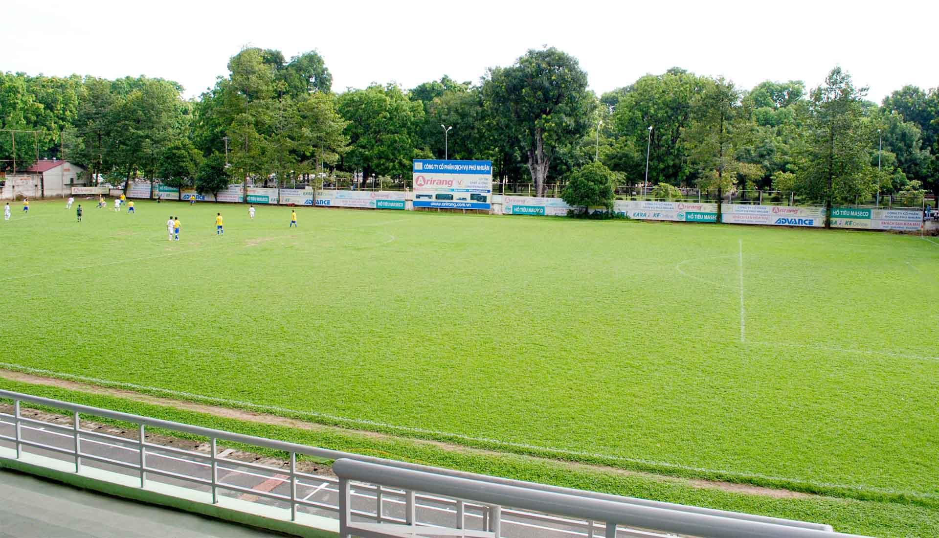 Sân bóng cỏ tự nhiên 11 người theo tiêu chuẩn của IFAB