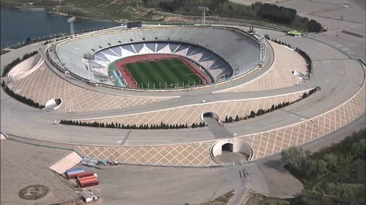 Sân vận động Azadi của Iran là một trong top 10 sân bóng đá lớn nhất thế giới