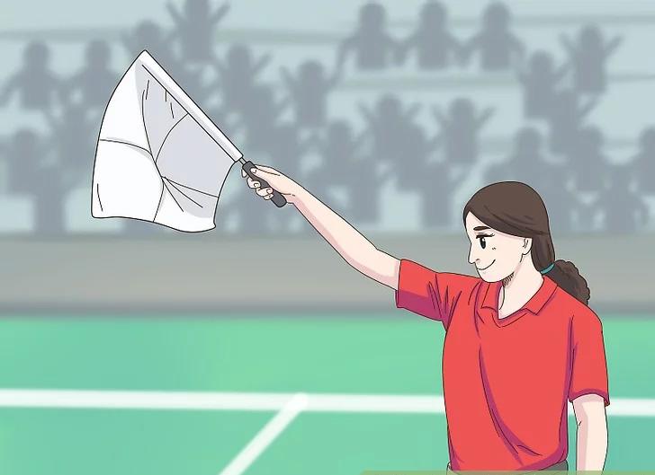 Trọng tài biên căng cờ về hướng đội bóng làm bóng đi hết đường biên dọc