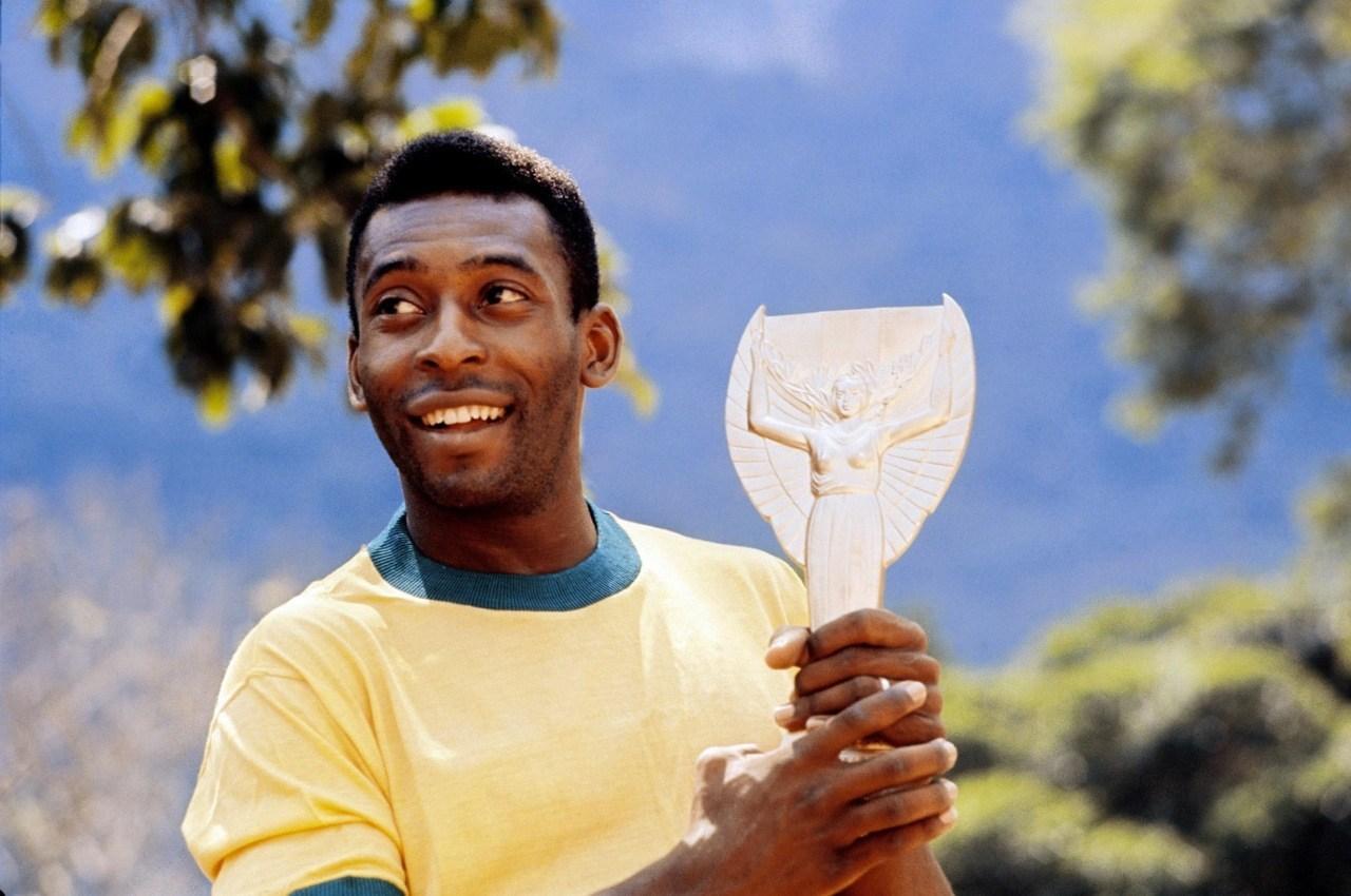 Pelé là vua bóng đá và đến thời điểm hiện tại ông vẫn là số 1 trong top các cầu thủ vĩ đại nhất