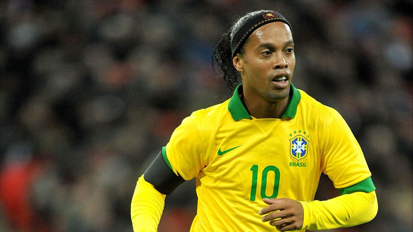 Ronaldinho là một huyền thoại luôn được người hâm mộ yêu mến vì lối chơi đẹp mắt