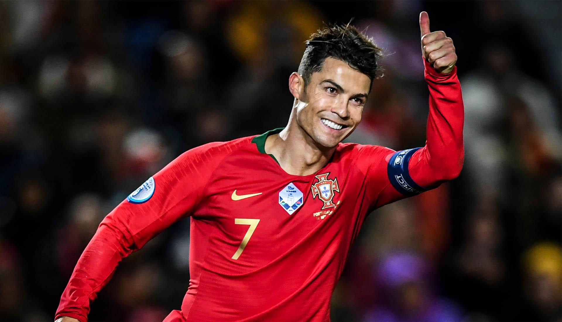 Cristiano Ronaldo lọt vào top 10 cầu thủ vĩ đại nhất thế giới tính đến 2020