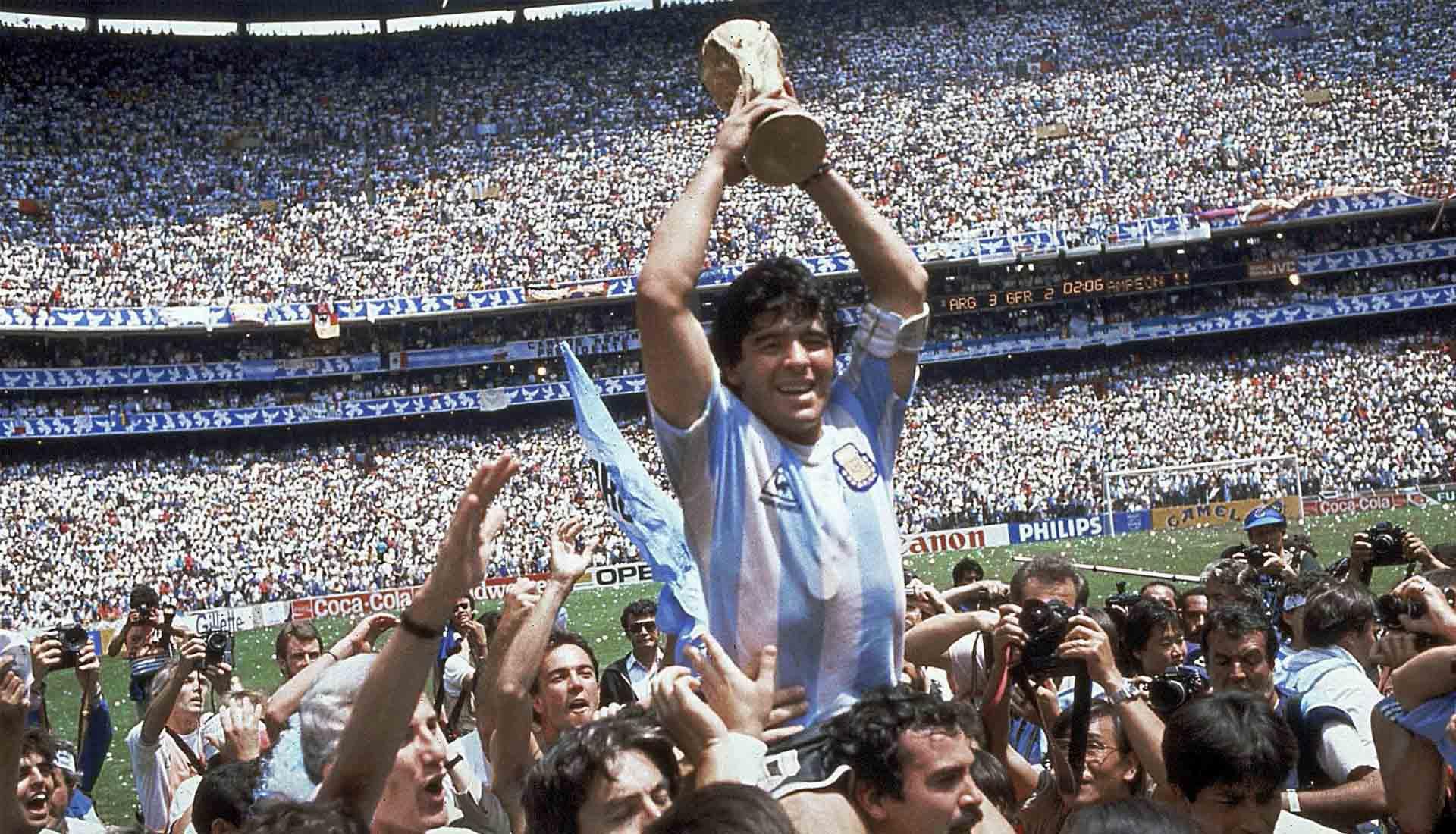 Diego Maradona rất xứng đáng với vị trí thứ 2 vì ông chỉ cxếp sau Pelé