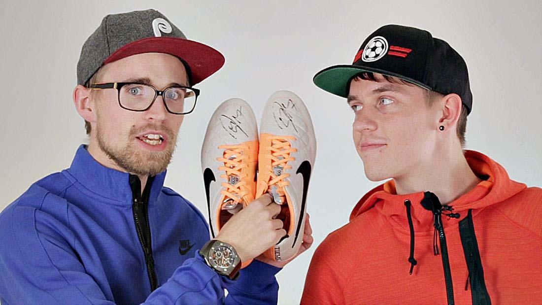 Sử dụng giày đá bóng da mềm đúng cách sẽ giúp giữ được độ bền của giày lâu hơn