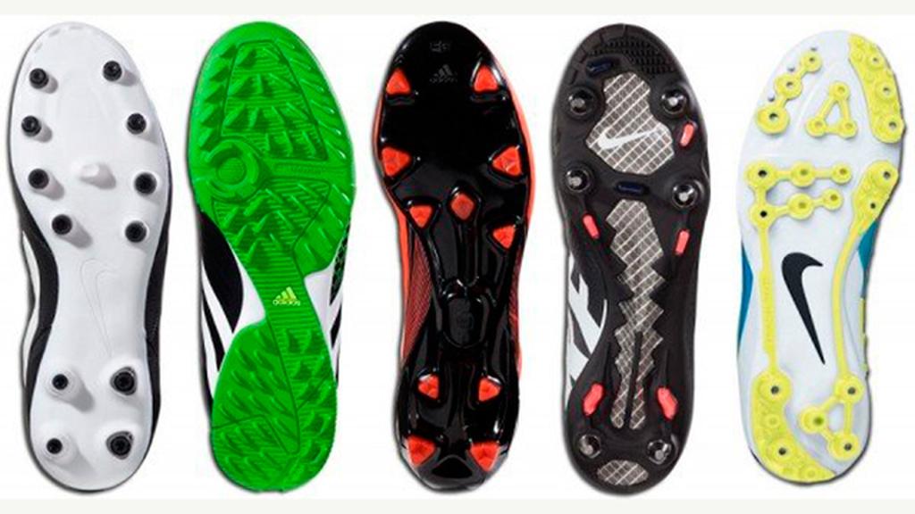 Giày bóng đá thường được sản xuất với nhiều loại đinh khác nhau để chơi trên các mặt sân khác nhau