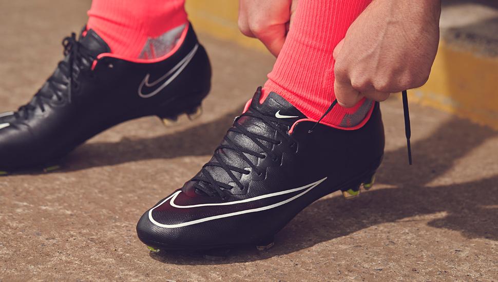 Da tổng hợp nhân tạo synthetic được sử dụng phổ biến để làm giày đá bóng
