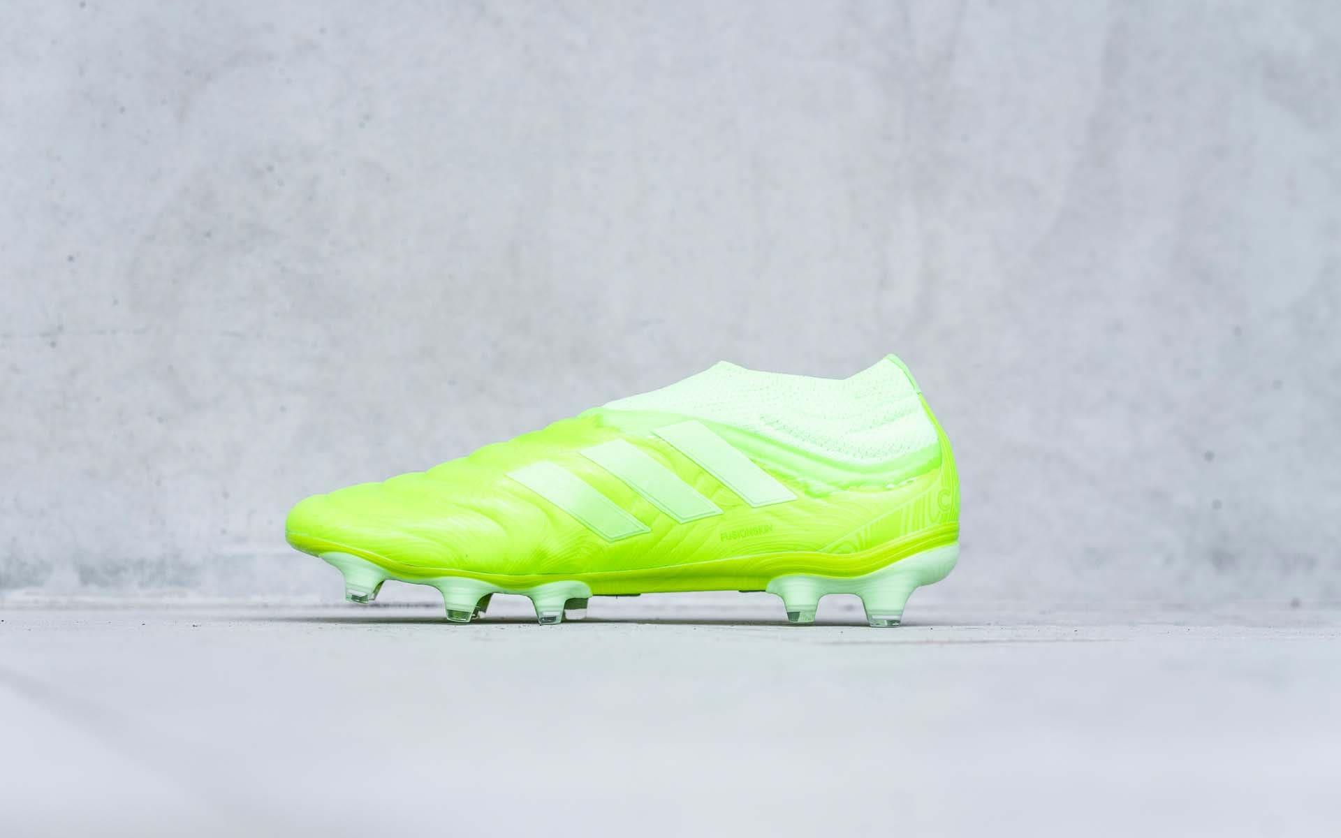 Dòng giày đá bóng da thật Adidas Copa trong BST Locality Pack được phối với gam màu xanh nõn chuối