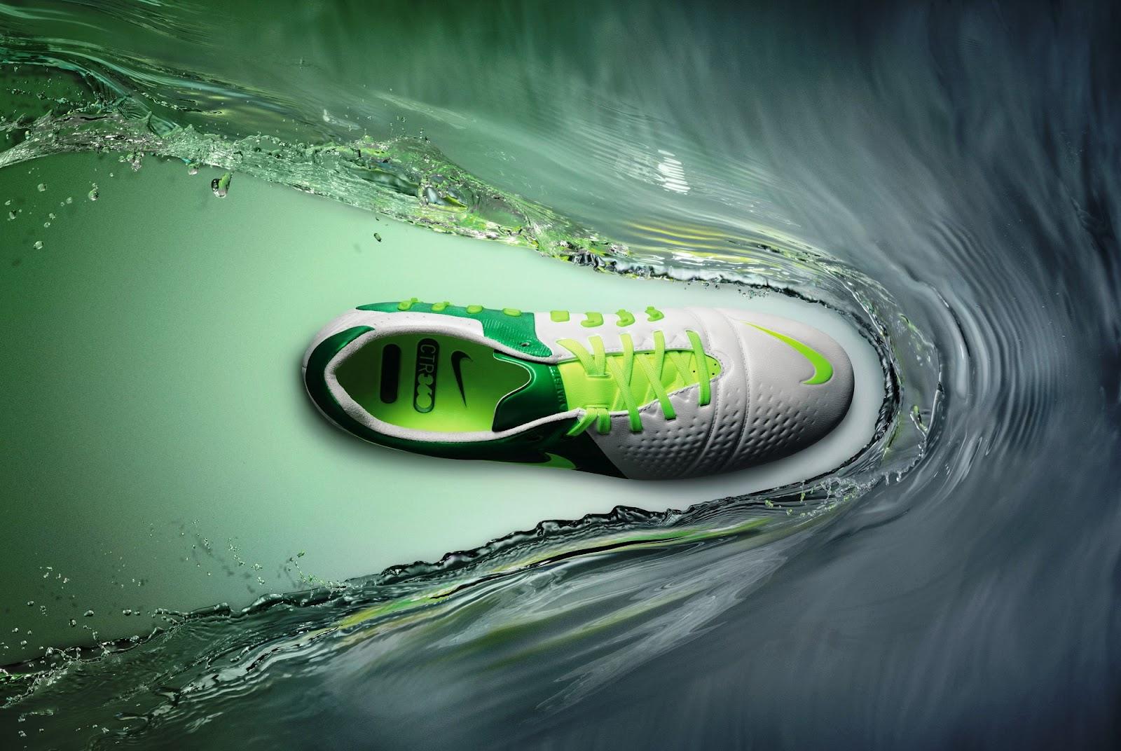 Giày đá bóng sân cỏ nhân tạo không sợ mưa nước phải có lớp da giày đặc biệt