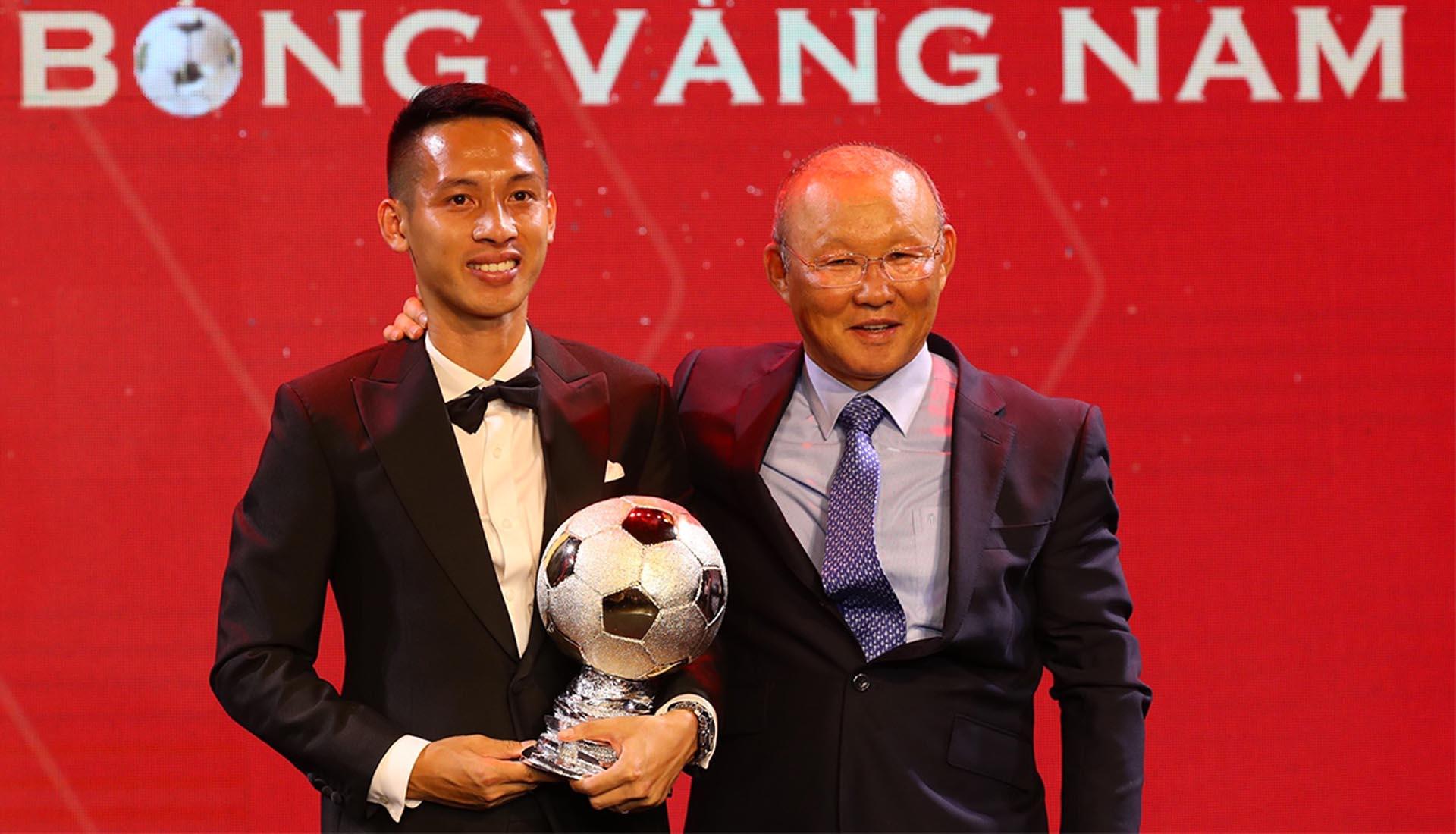 Hùng Dũng xuất sắc giành danh hiệu quả bóng vàng năm 2019