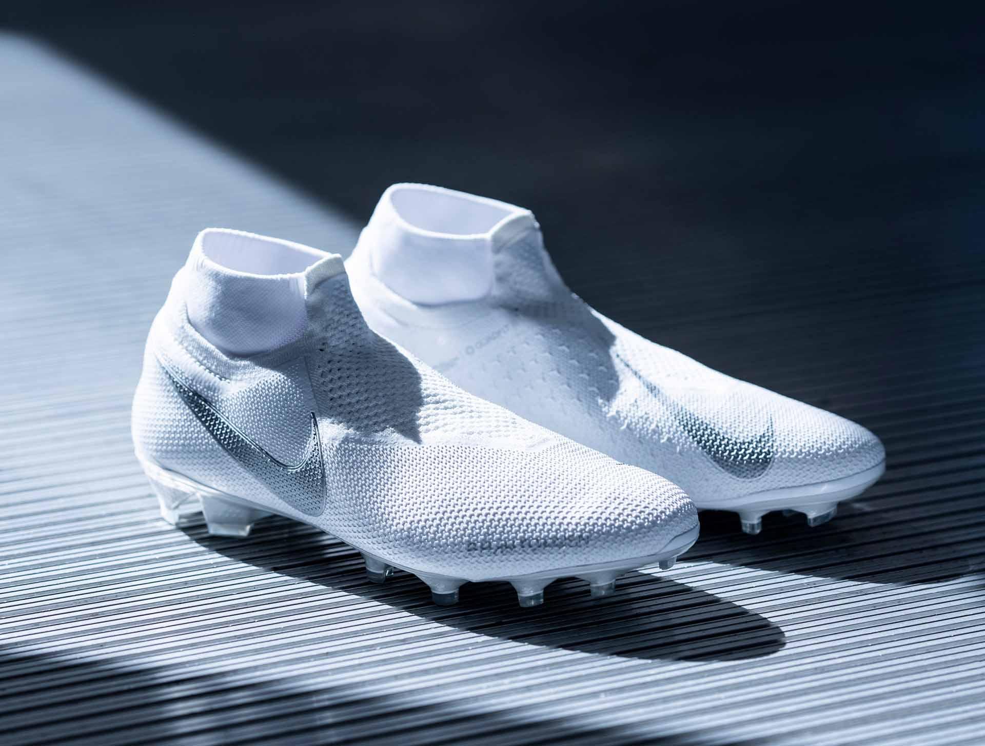 GIày Nike Phantom VSN trong bộ sưu tập Nuovo White Pack