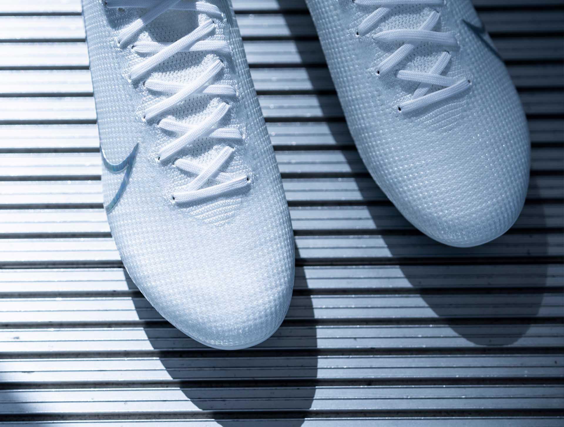 Giay da banh mau trang nike Nuovo White Pack (3)