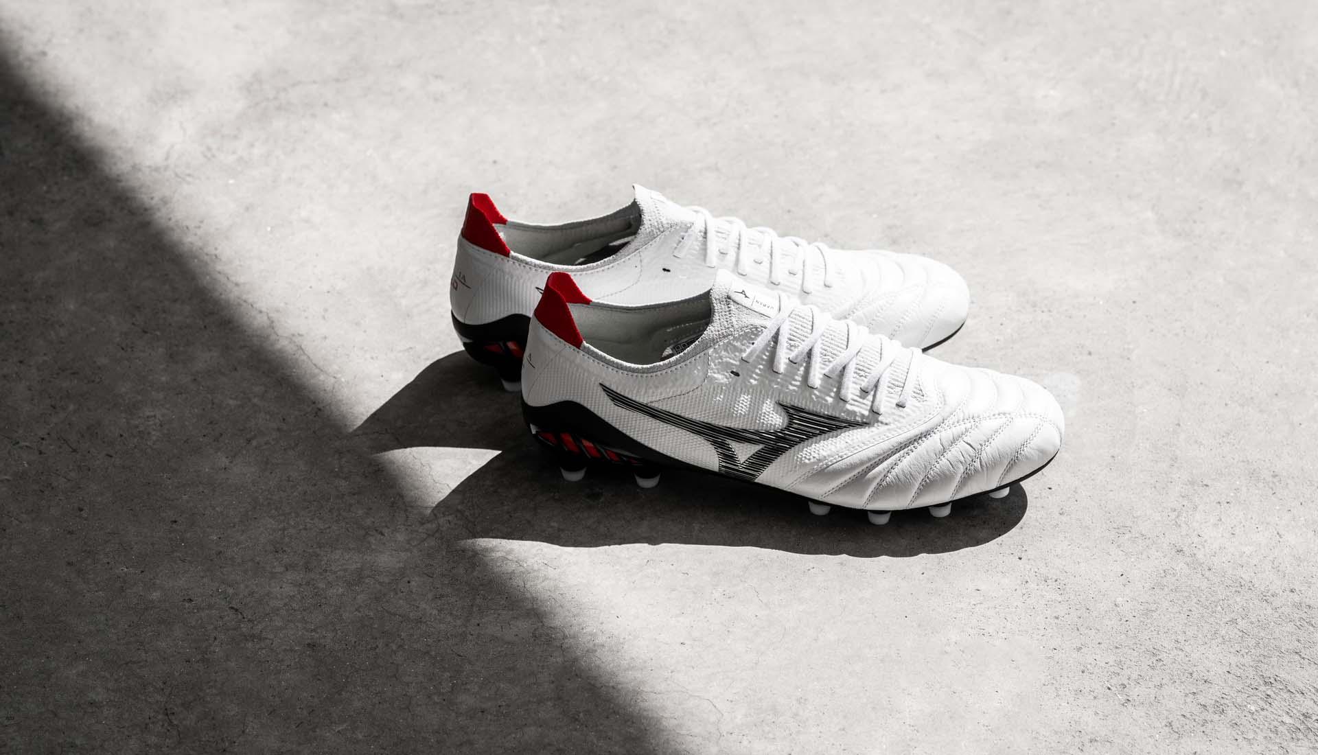 Giày bóng đá Mizuno Morelia Neo III β với lưỡi gà cổ thun vải cực kỳ chất