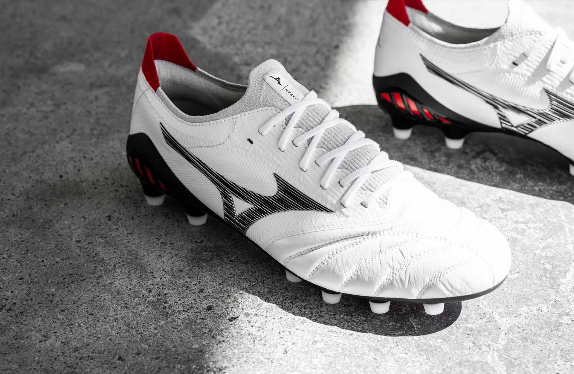 Giày bóng đá da thật Mizuno Morelia Neo III β với lưỡi gà vải thun