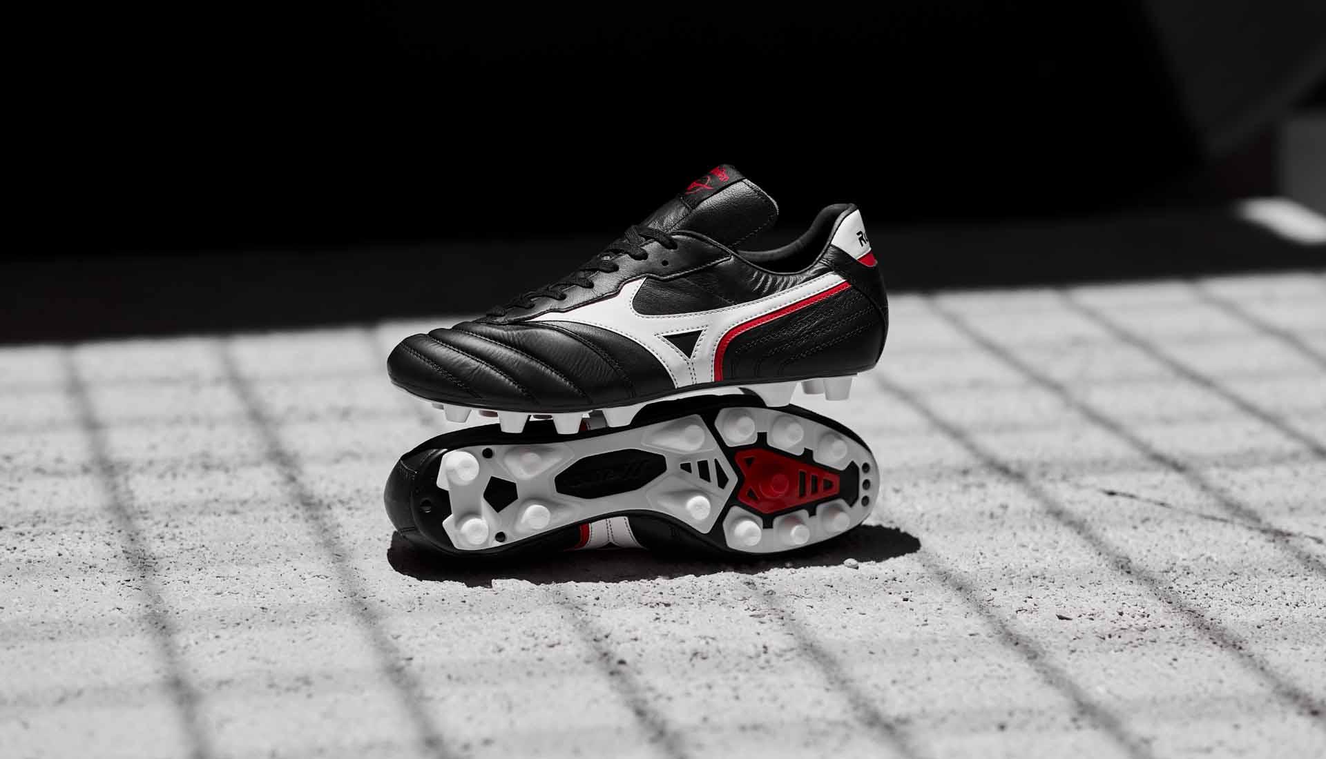 Giày Mizuno Morelia Zero có thiết kế khá giống với Adidas Copa Mundial