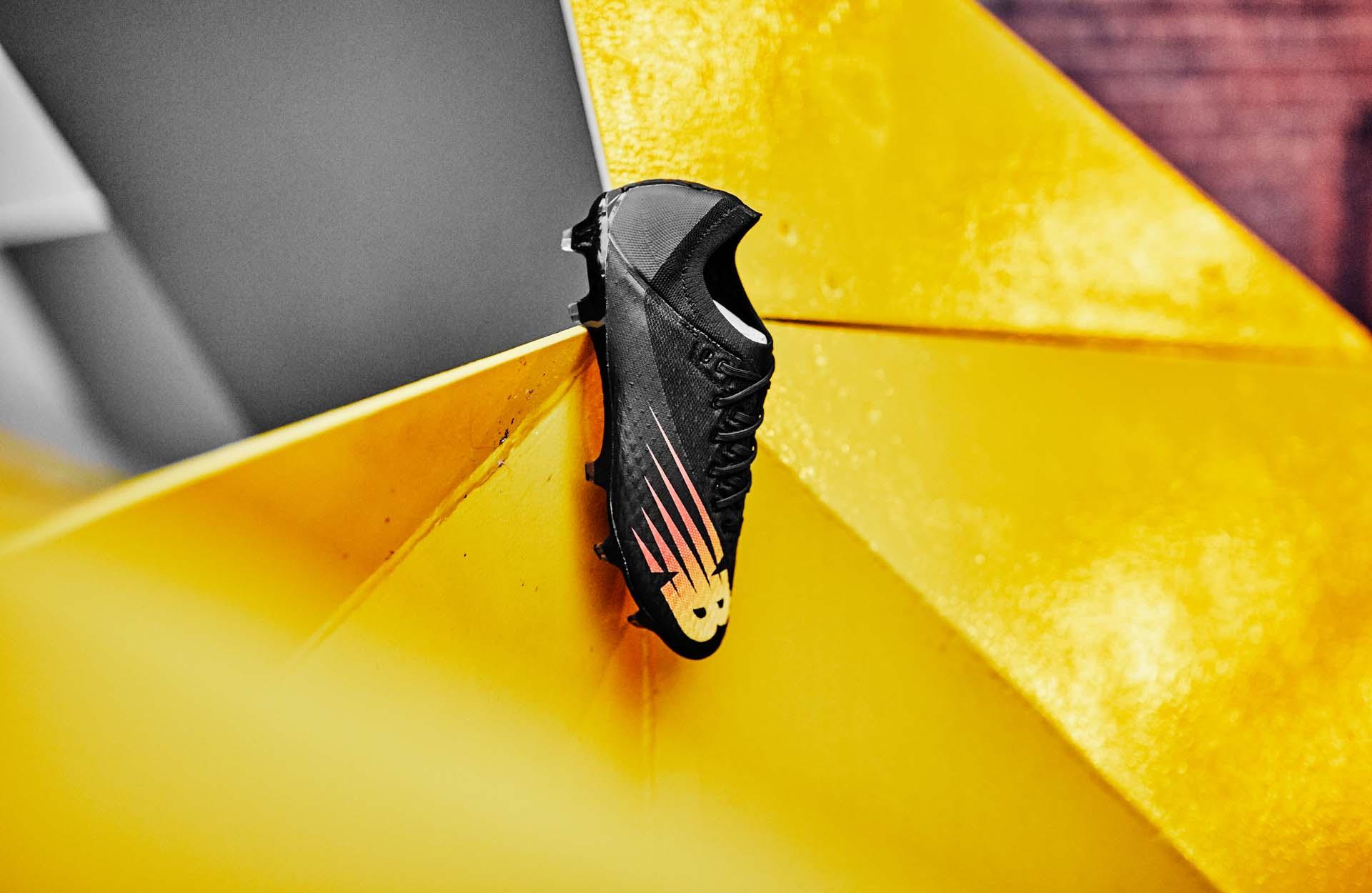 Giày bóng đá New Balance Furon V6 với thiết kế gọn gàng và siêu nhẹ
