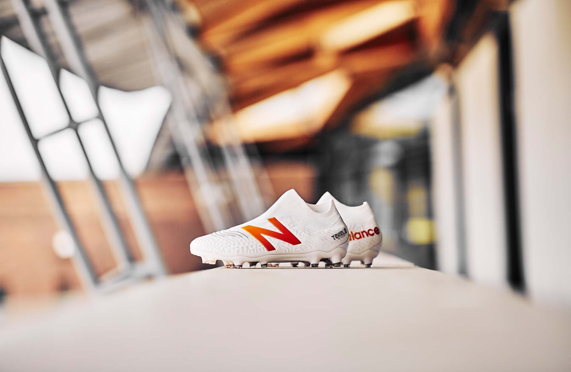 New Balance Tekela V3 là dòng giày hỗ trợ kiểm soát bóng với thiết kế không dây