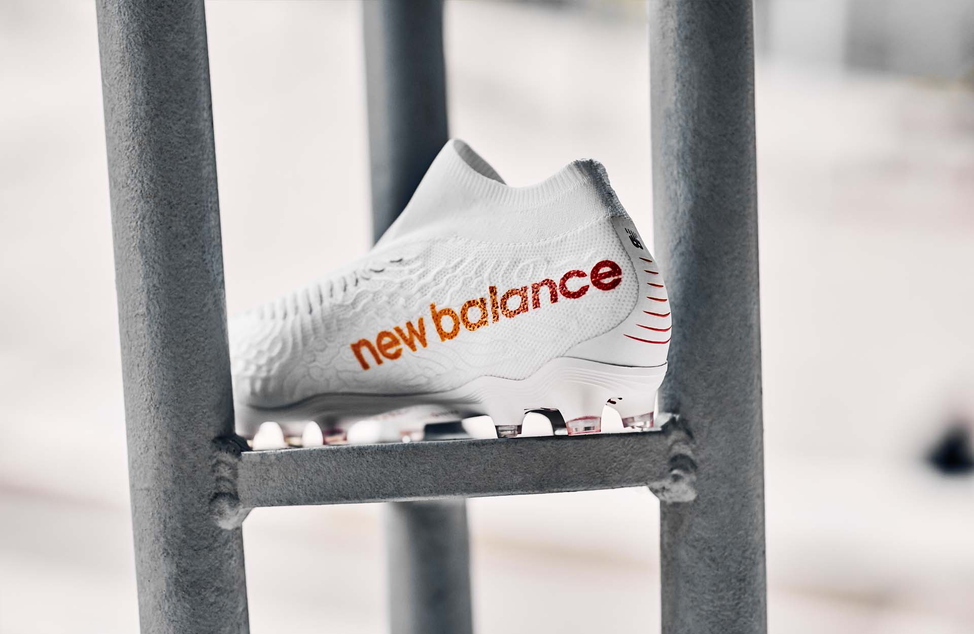 Giay da bong new balance rise and reign pack 2020 (6)