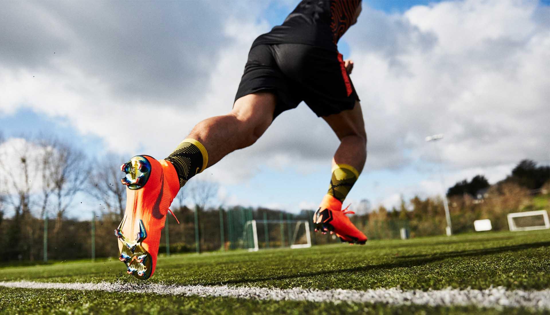 Việc lựa chọn sử dụng giày đá bóng đinh FG hay SG sẽ phụ thuộc vào thời tiết và điều kiện mặt sân